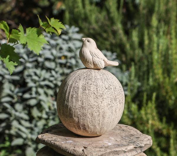produkt-gartenkugel-spatz-keramik-zauber-1